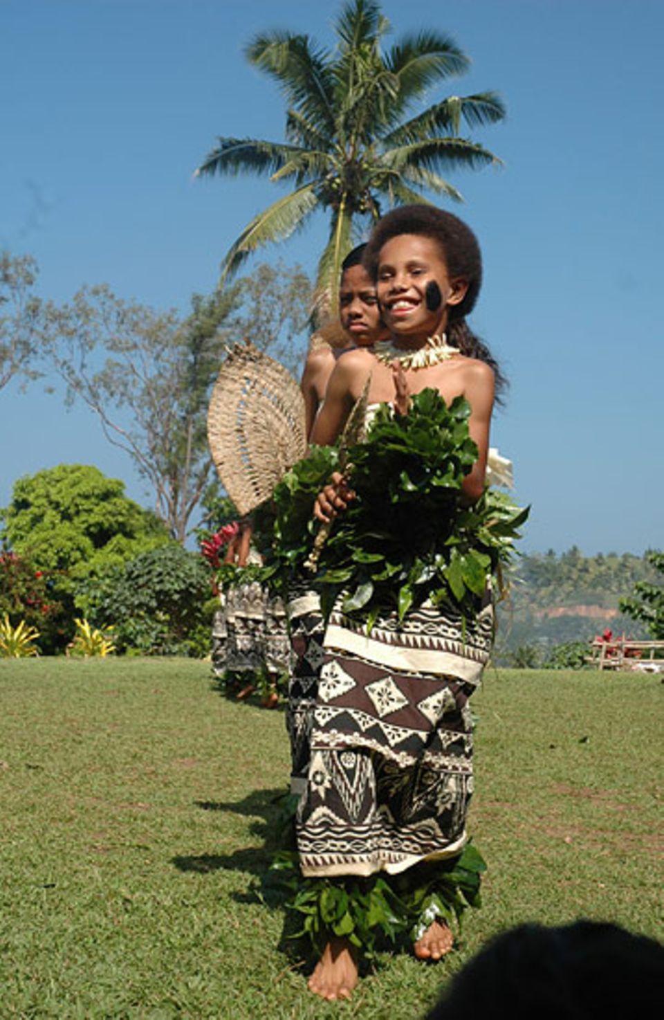 """Als """"Dankeschön"""" wurde von fidschianischen Mädchen der Fächertanz aufgeführt"""