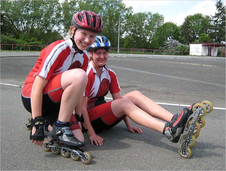 Sport: Gleich geht's los! Speedskater fahren ihre Rennen oft auf abgesperrten Straßen oder - wie hier - auf einer Skatebahn