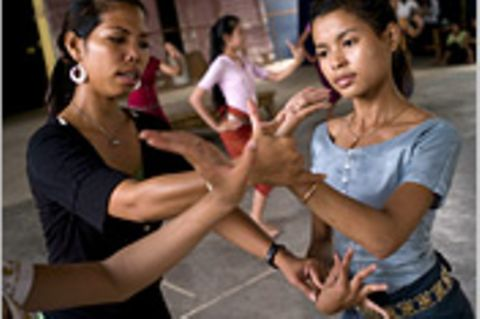 Kambodscha: Botox für die Tempeltänzerinnen