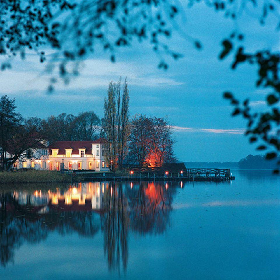 """Stimmungsvolles Abendessen im """"Seeschlösschen Wustrau"""" am Ruppiner See"""