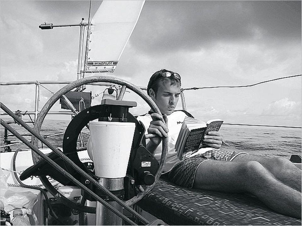 """Flaute: Vor Madeira bleibt dem Kapitän nur das Lesen - am liebsten """"Schluss mit lustig"""" von Peter Hahne"""