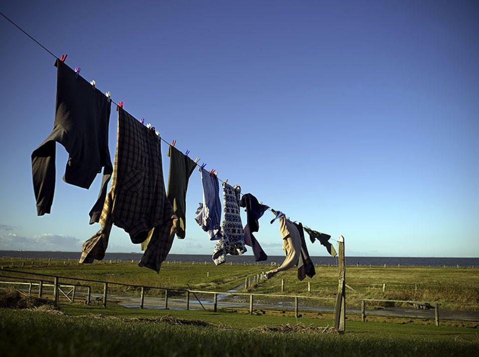 Leine mit Aussicht: Vor dem Haus von Familie Nommensen flattert die Wäsche