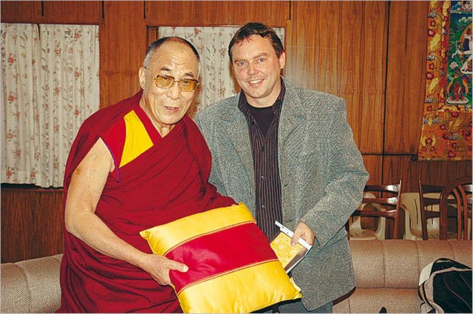 GEO.de-Autor Andreas Hilmer mit dem Dalai Lama