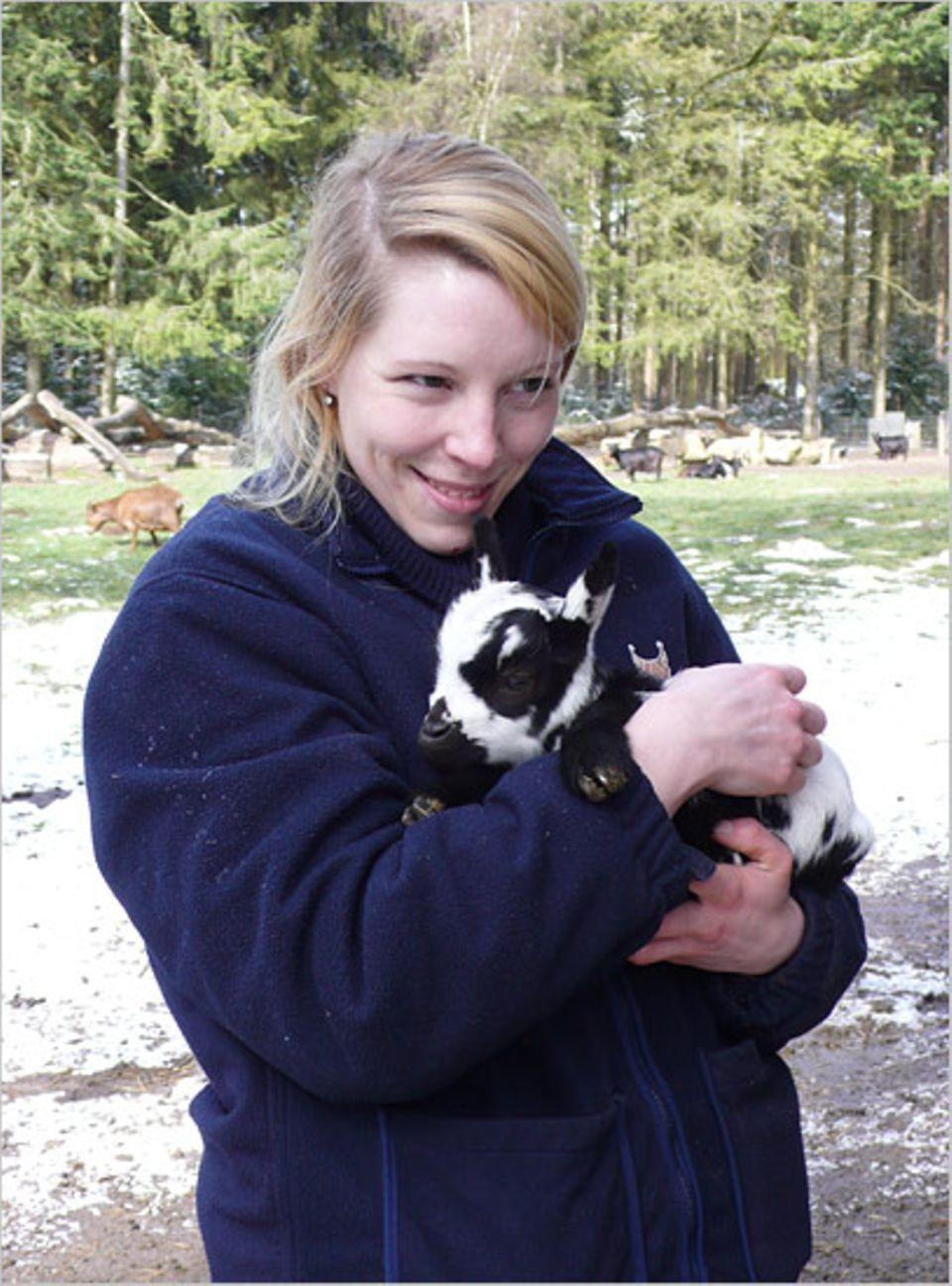 Beruf: Hannah mit einem ihrer jüngsten Schützlinge