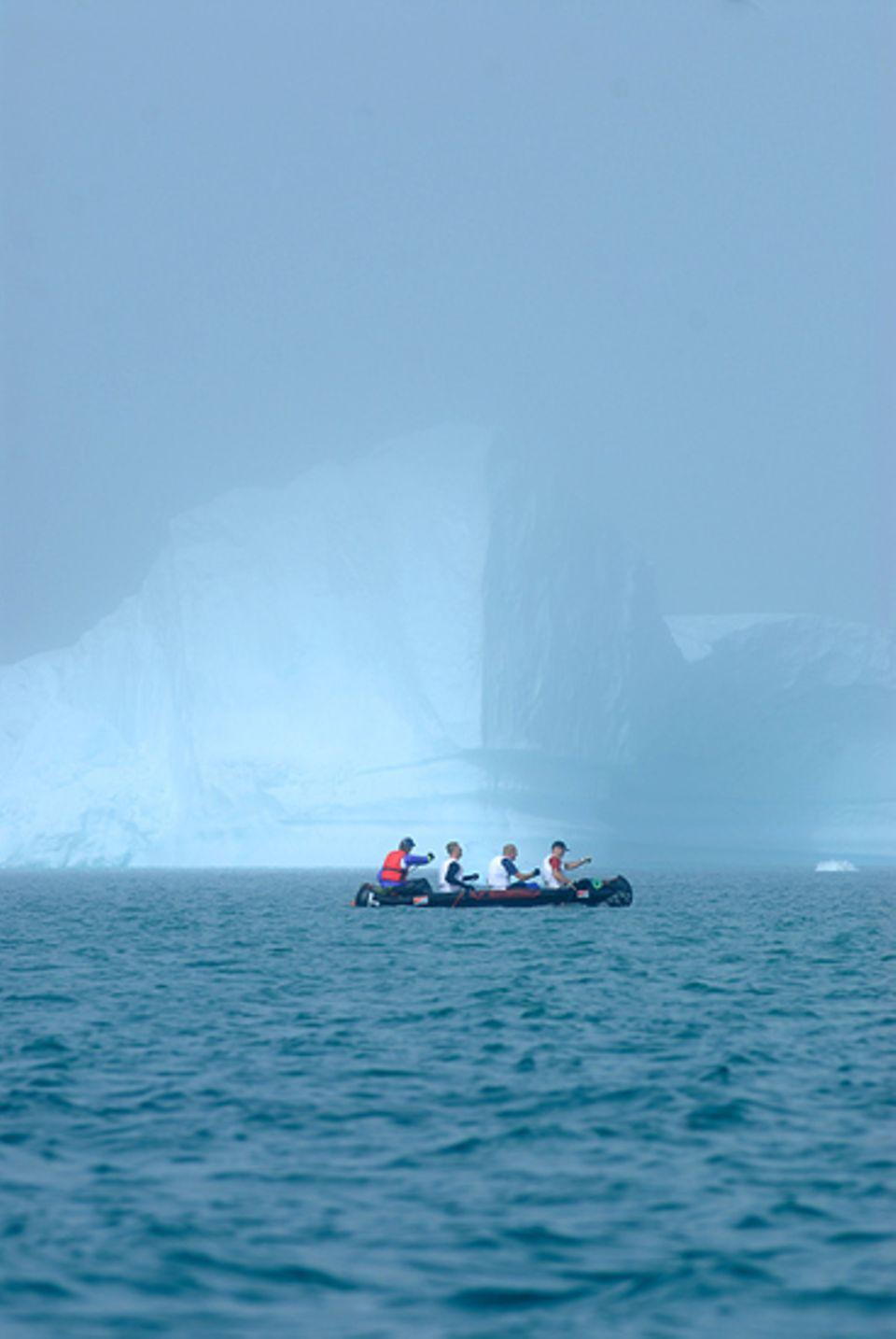 Angst vor dem Kollaps: Fallendes Eis erzeugt gefaehrliche Wellen
