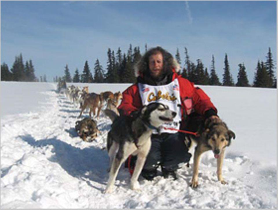 Sebastian hat 66 Hunde - die 16 fittesten dürfen seinen Schlitten im Rennen ziehen