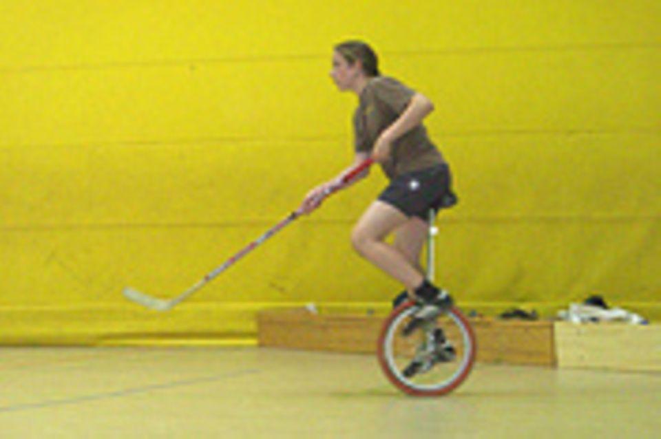 Einradhockey - Der Kampf mit dem Gleichgewicht