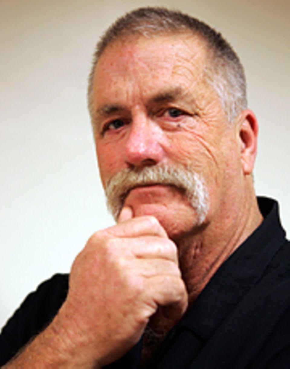 Nach seiner Operation verbringt Howard Dully mehrere Jahre in einer psychatrischen Klinik. Heute arbeitet er in Kalifornien als Busfahrer