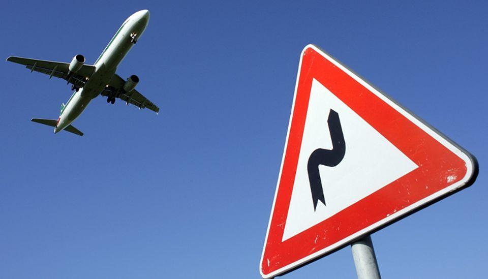 Nicht immer nimmt das Flugzeug den direkten Weg. Manchmal wäre ist man mit anderen Transportmitteln deutlich schneller am Ziel