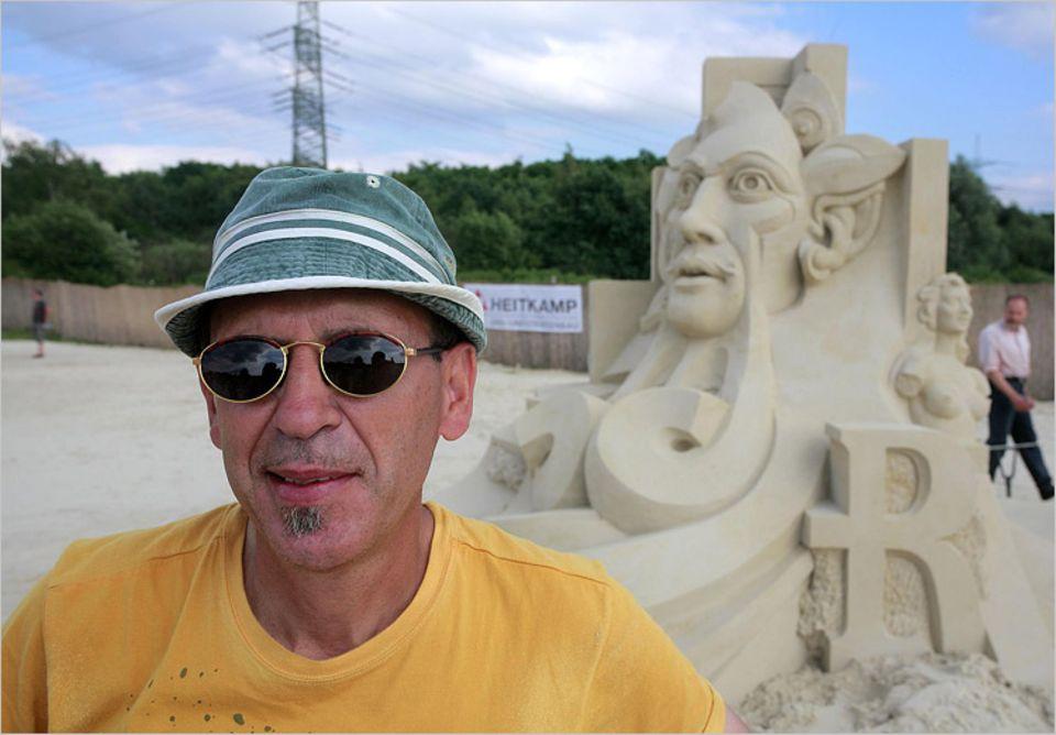"""Etual Ojeda aus Spanien, der stolze Gewinner des diesjährigen USF World Solo Championship beim """"Sandfestival Ruhr"""""""