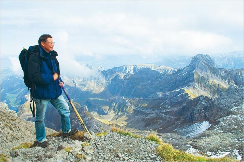 Ertappt: Dass er seine Wanderungen mit einem Höhepunkt auf deutschschweizer Boden beschließt, meint Widmer nicht regionalpatriotisch. Die Sicht von Säntis auf den Altmann hat es ihm einfach angetan