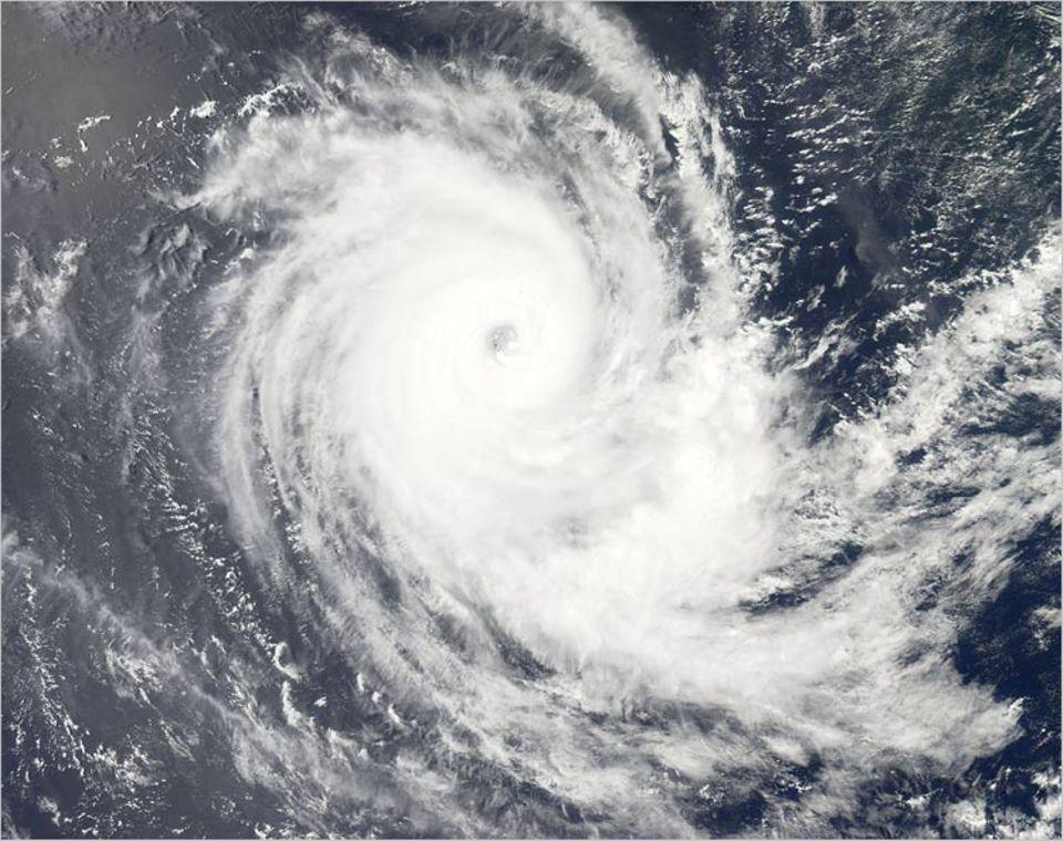 """Der Zyklon """"Carina"""" fegte im Februar 2006 über den Indischen Ozean"""