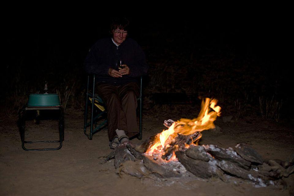 Das abendliche Lagerfeuer - im kalten Wüstenwind ein Genuss