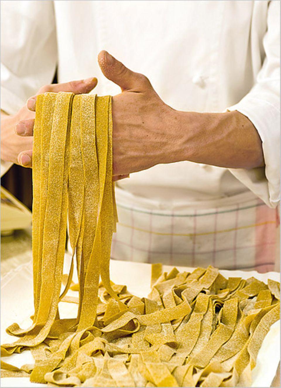 Feine umbrische Küche: die Pappardelle aus Dinkelmehl