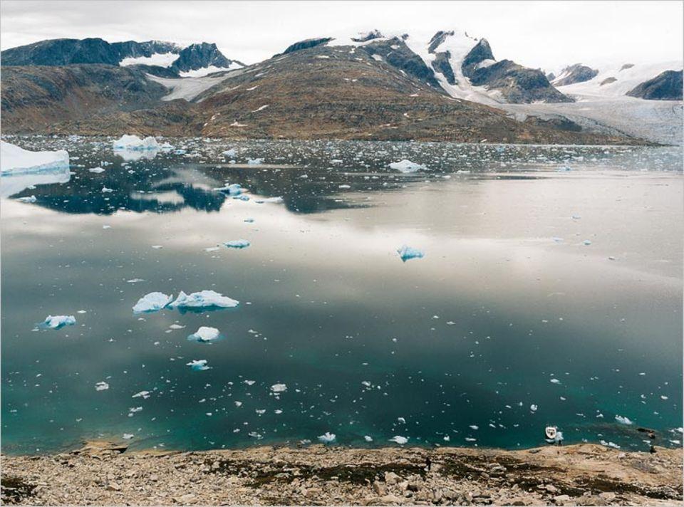 Gigantisches Kühlelement: Im Tasilartik-Fjord schrumpfen Boote auf Spielzeuggröße