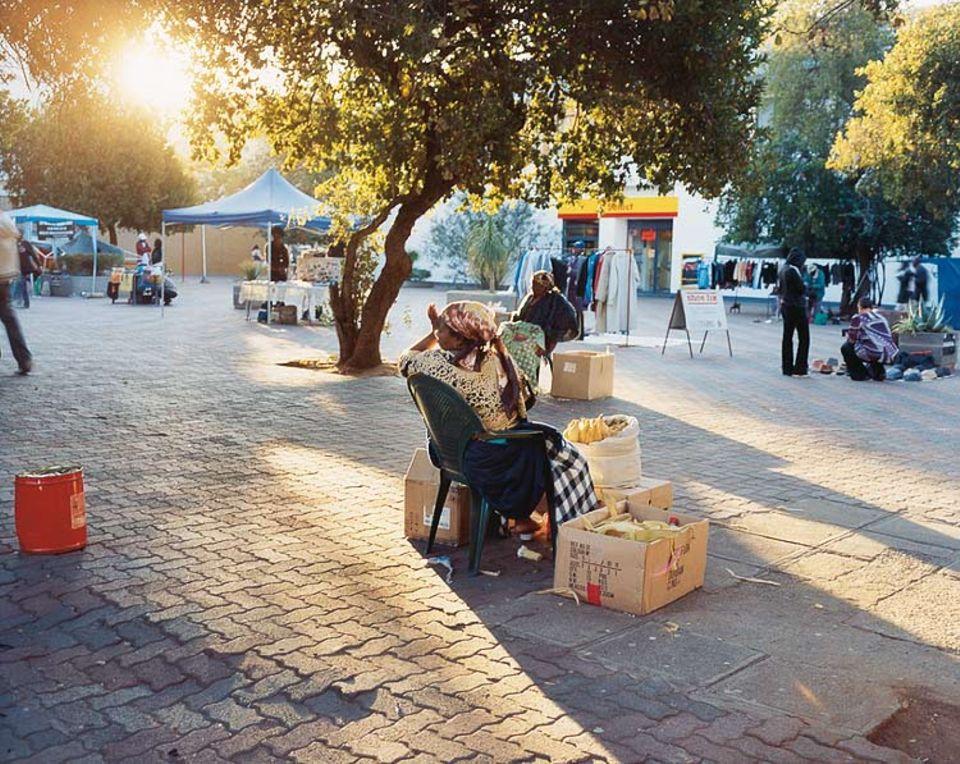 Botswanisches Gewerbegebiet: In der Main Mall ist das Warenangebot groß, nur die Kunden sind am frühen Abend Mangelware