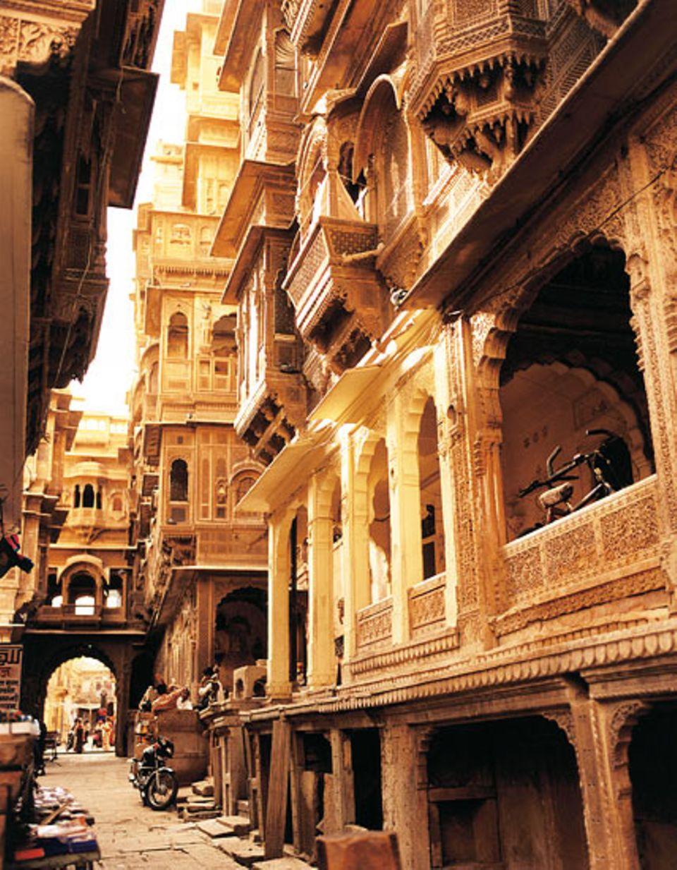 Karawanenstadt Jaisalmer: filigrane Schnitzereien an Herren- und Handelshäusern