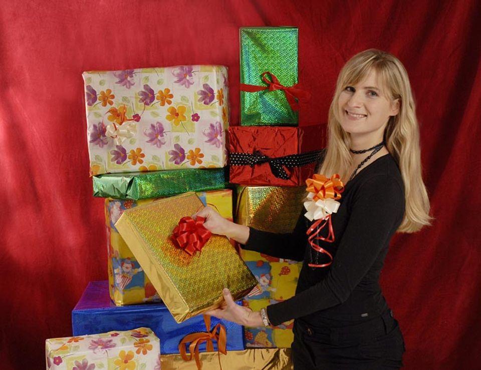 Bei Textredakteurin Verena Linde darf an ihren Geschenken eine schöne und selbstgemachte Geschenkschleife auf keinen Fall fehlen