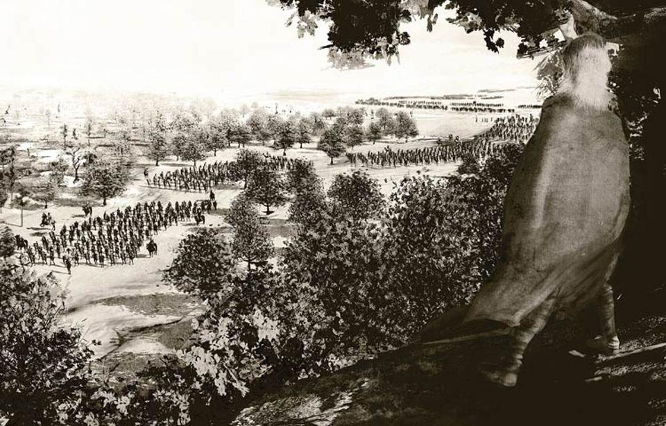Die Germanen: Verborgen im Wald, späht ein germanischer Stammeskrieger im Herbst des Jahres 9 n. Chr. den Heerzug des Varus aus. Die Römer sind geschwächt, seit Tagen schon haben sie immer wieder Angriffe der Germanen abwehren müssen. Dicht an dicht ziehen Tausende Legionäre nun an einem Höhenzug entlang von der Weser in Richtung Westen - direkt in die Falle ihrer Feinde