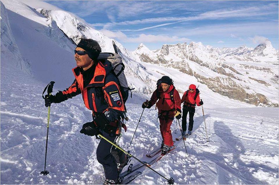 Aufstieg zur Dufourspitze. Vorneweg: Bergführer Markus