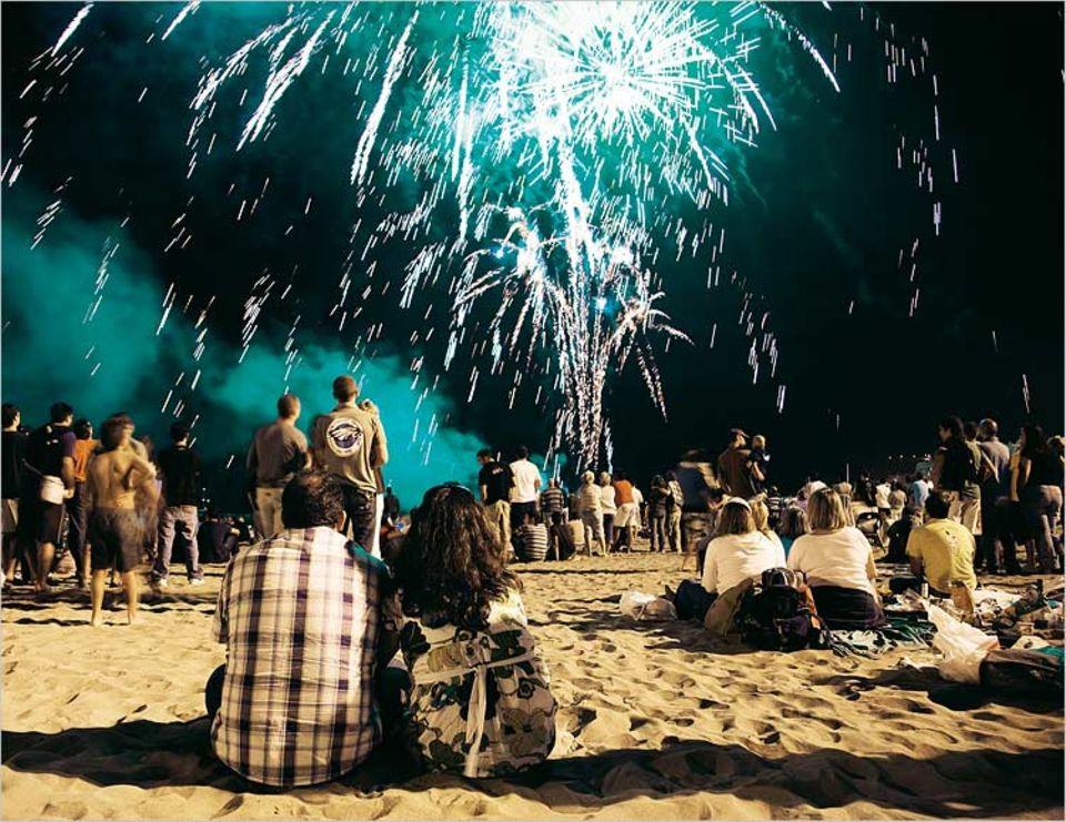 Feuerwerk zur Sommersonnenwende - und Gründungstag der Stadt