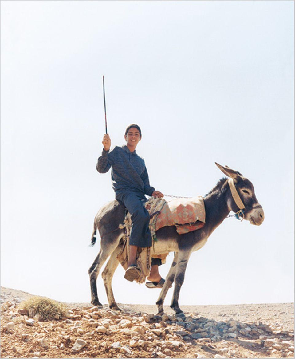 Seine Welt ist Weite: Noch nie war der Hirtenjunge Amer in Amman. Auf dem kargen Hochplateau nördlich des Wadi Rum schlafen er und sein Esel unter freiem Himmel