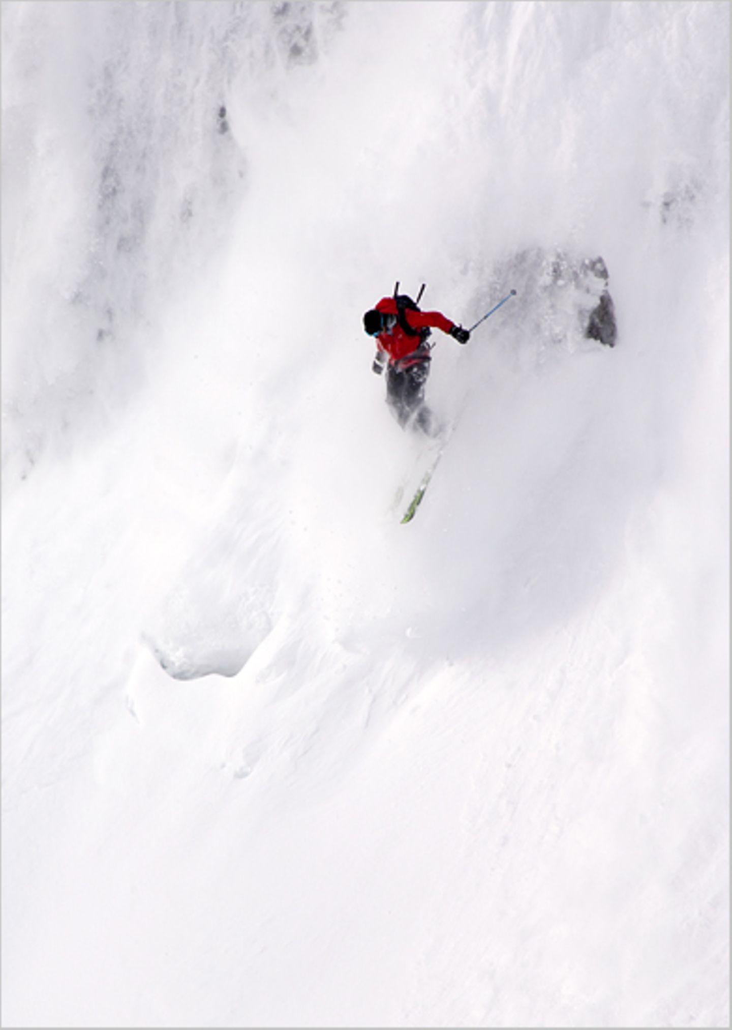 Gelegentlich werden Lawinen auch durch unvorsichtige Skifahrer ausgelöst