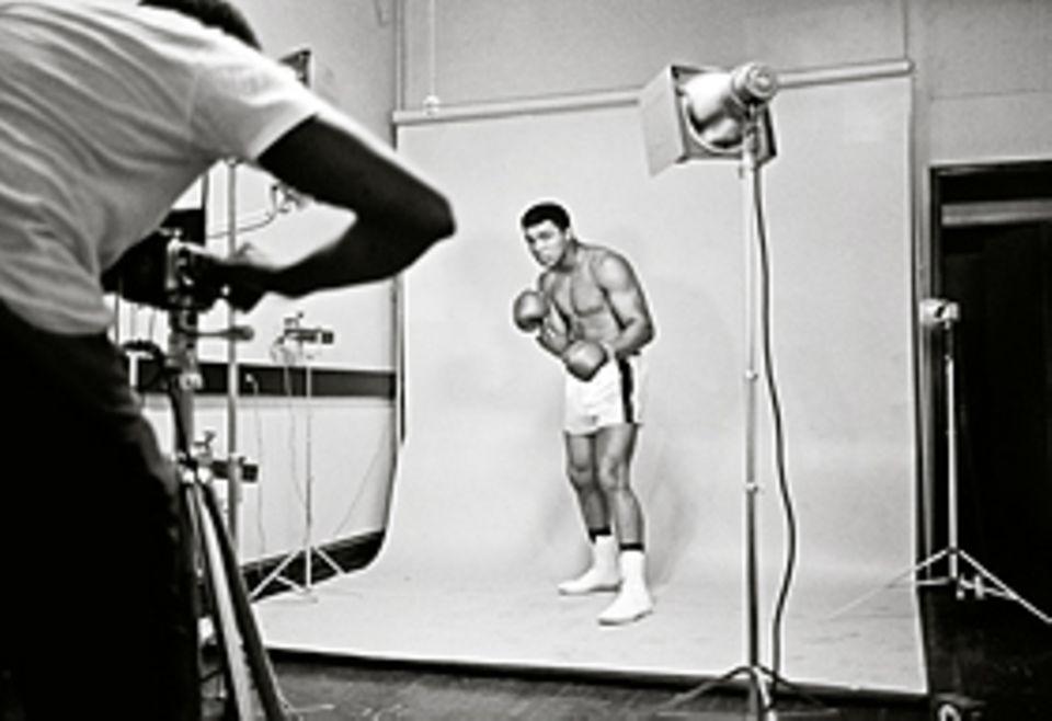 Den Moment festhalten: 1966 lässt sich Boxstar Muhammed ali von einem Fotografen verewigen