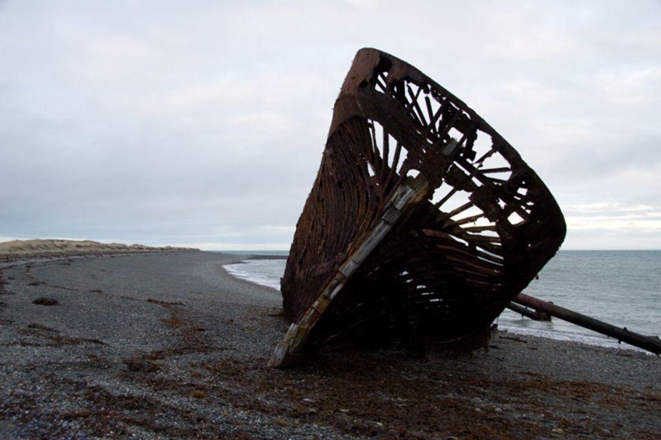 Am Ufer der Magellanstrasse. Ohne Lotsen würden auch heute noch regelmäßig Schiffe verunglücken