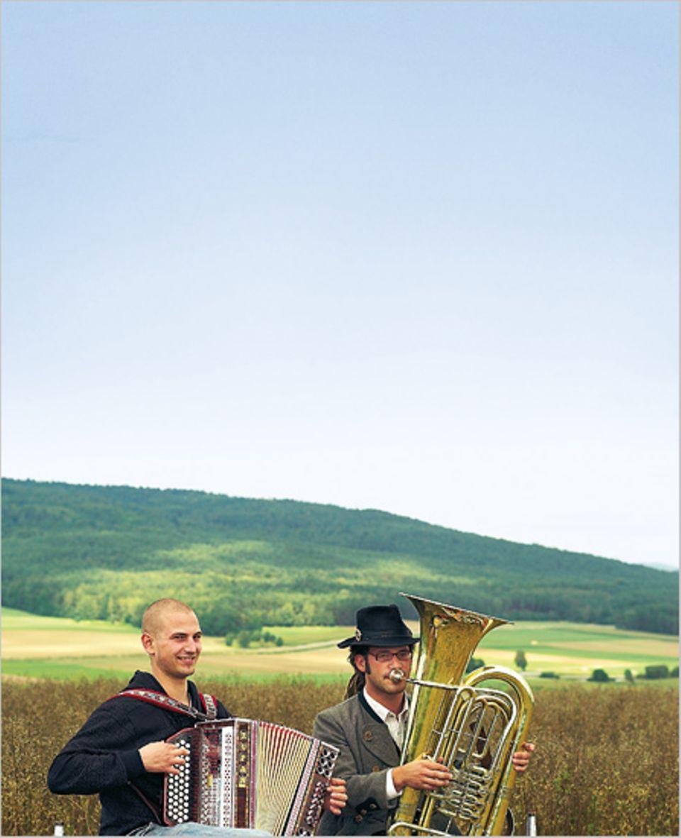 Zwei junge Musikanten in Etsdorf