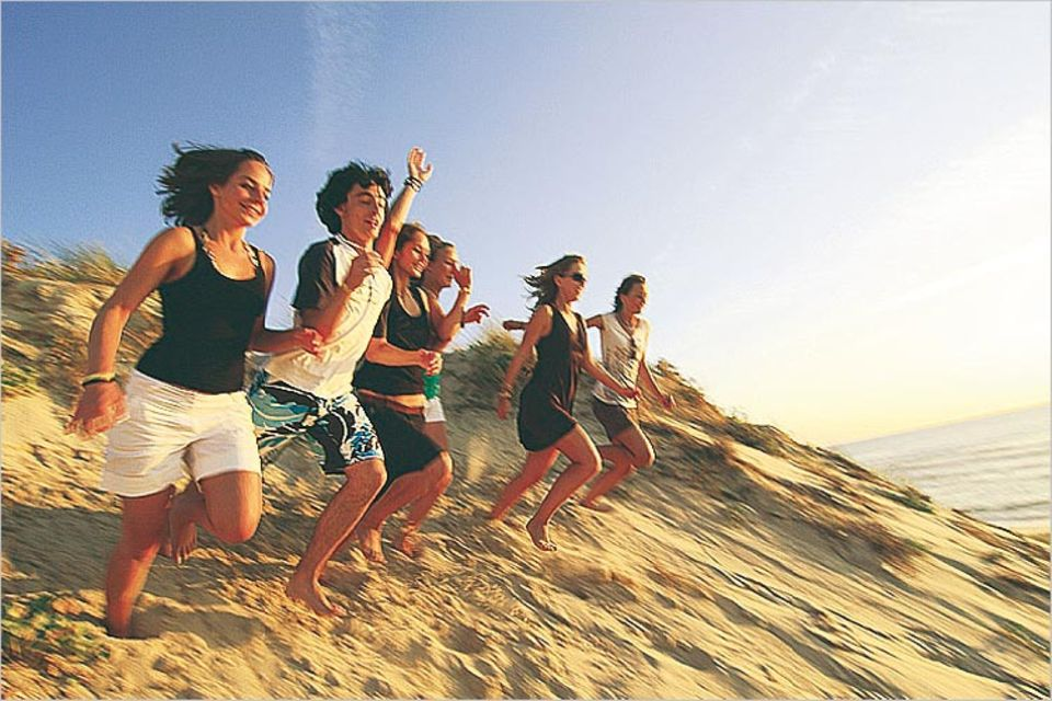 Jugendreisen: Strandläufer im Urlaub