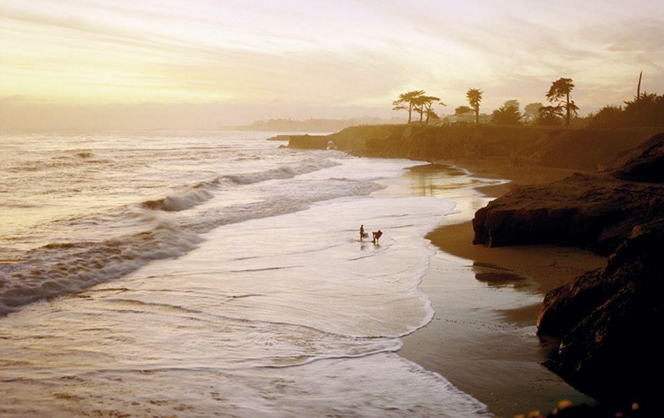Der Tag geht - und mit ihm die Wakeobarder in dieser Bucht bei Santa Cruz