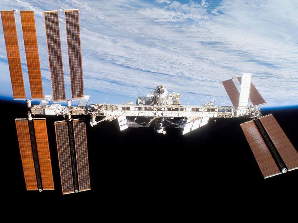 Puzzle aus Sonnensegeln, Wohneinheiten und Laboren: Die Raumstation ISS ist so groß wie ein Fußballfeld und wird seit 1998 im All zusammengebaut