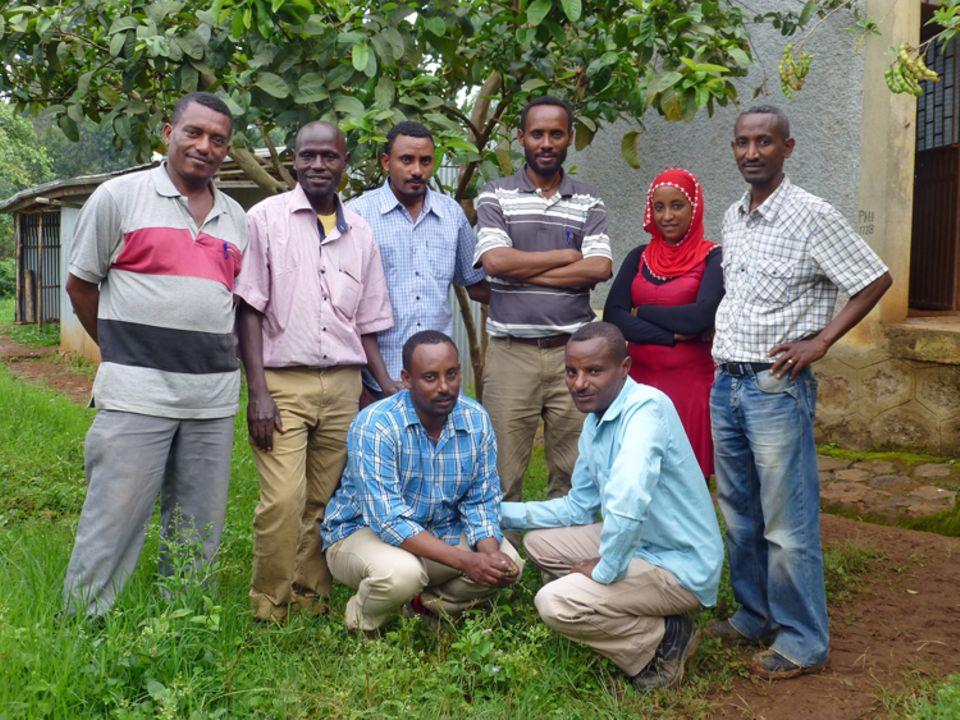 Das Team der Farmers Union um Frehiwet Getahun (in der Hocke, vorne rechts) im April 2014
