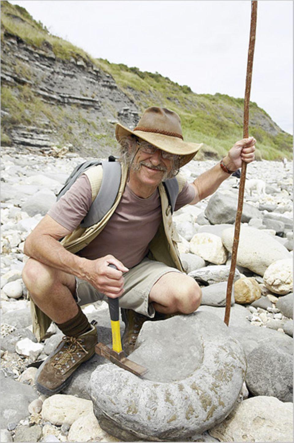 Der Geologe und Strandführer Colin Dawes kennt jeden Zentimeter der Jurassic Coast und weiß alles über Trias, Jura und Kreide