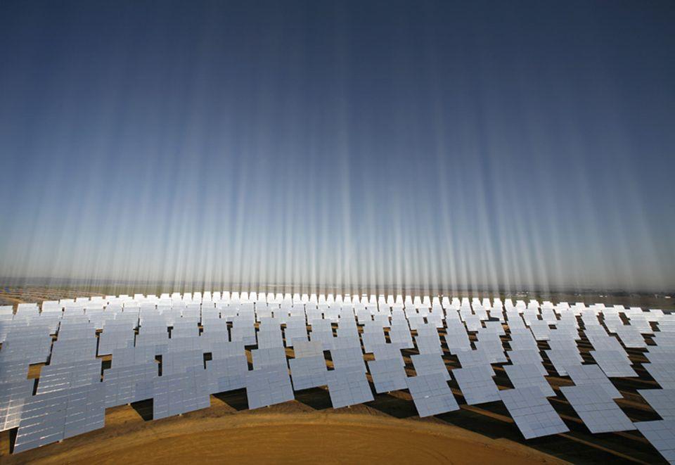 Die Anlage im spanischen Sanlúcar la Mayor ist ein Vorbild für afrikanische Solarparks