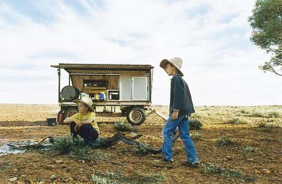 Beruf: Im Proviantwagen lagern Wasser und Lebensmittel für mehrere Tage, denn oft bleiben Henrys Vater und seine Helfer länger bei den Rindern