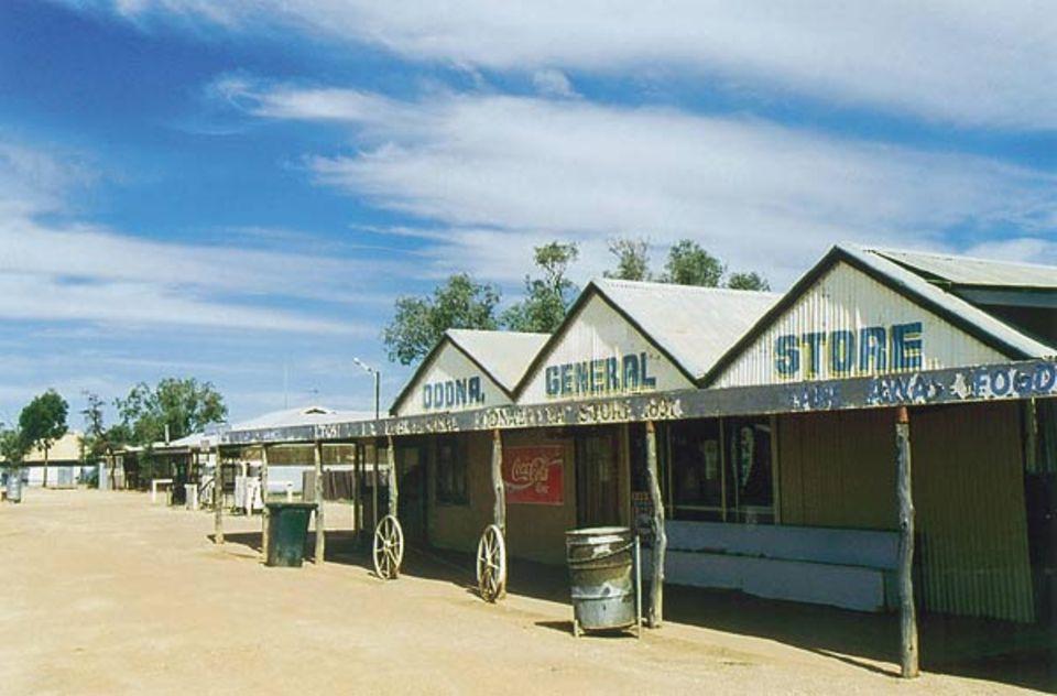 Beruf: Mehl, Salz oder Zucker kauft Henrys Mutter in diesem Geschäft in Oodnadatta. Was es hier nicht gibt, bestellt sie beim Postboten, der die Sachen aus Coober Pedy mitbringt