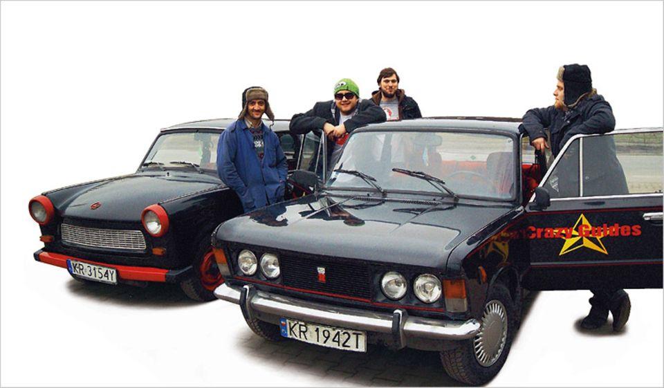 Sie zögern, zu diesen Herren ins Auto zu steigen? Keine Sorge, die Crazy Guides sorgen für Spaß