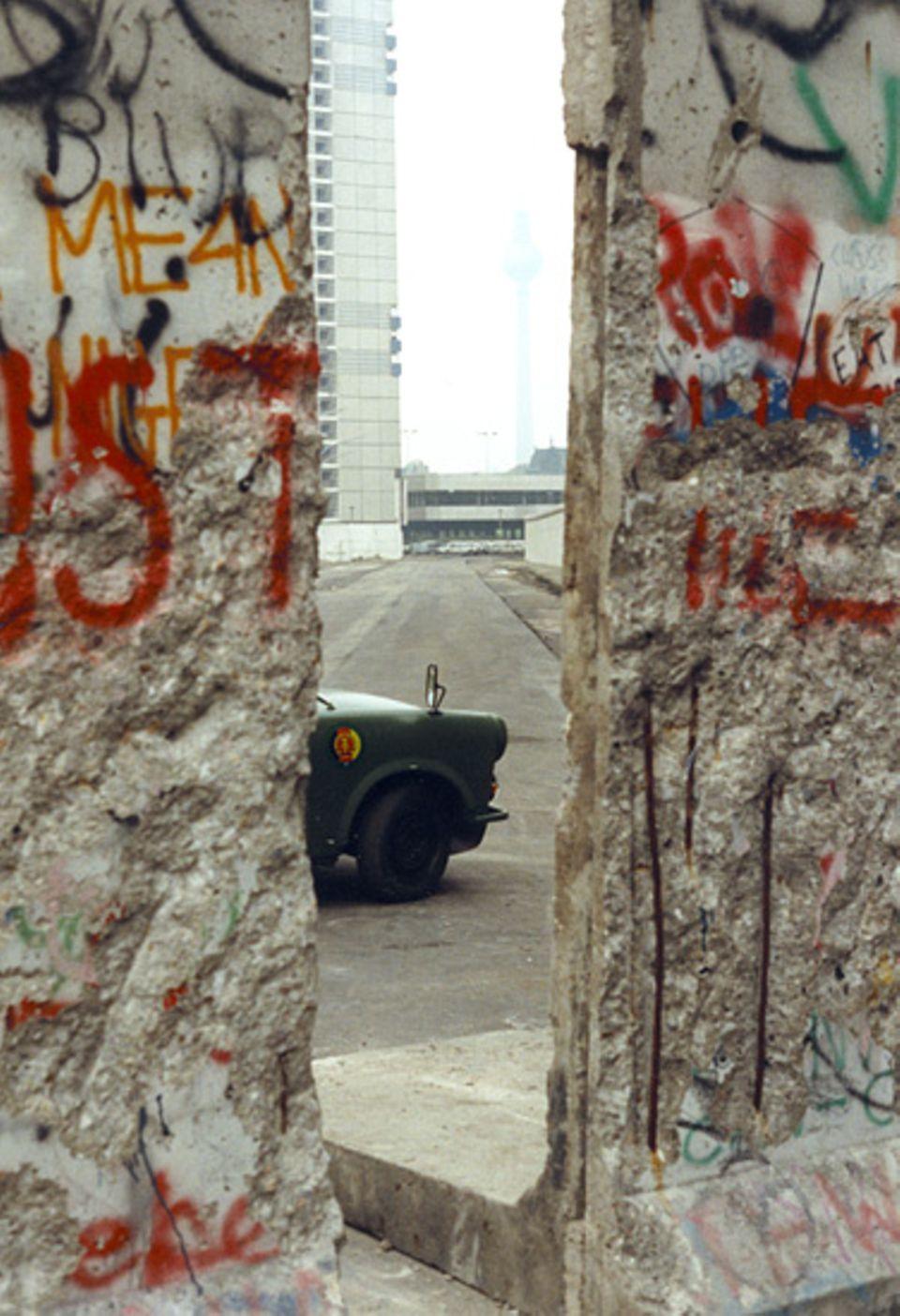 Blick in den Westen - Der Fall der Mauer ist nur noch eine Frage der Zeit