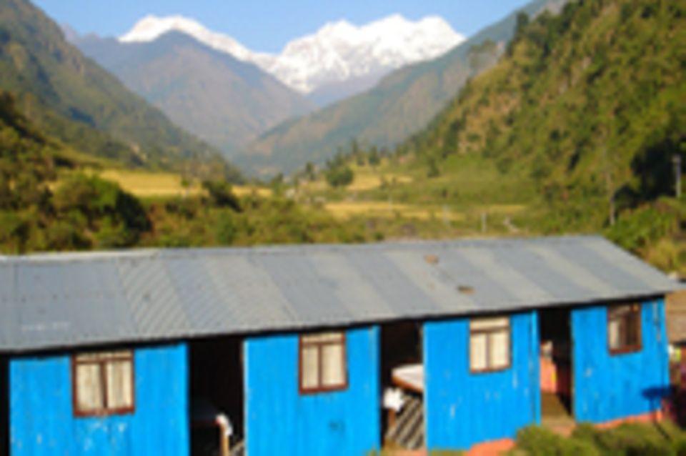 Eine Baumschule für das Bergdorf Tal, Manang, Nepal