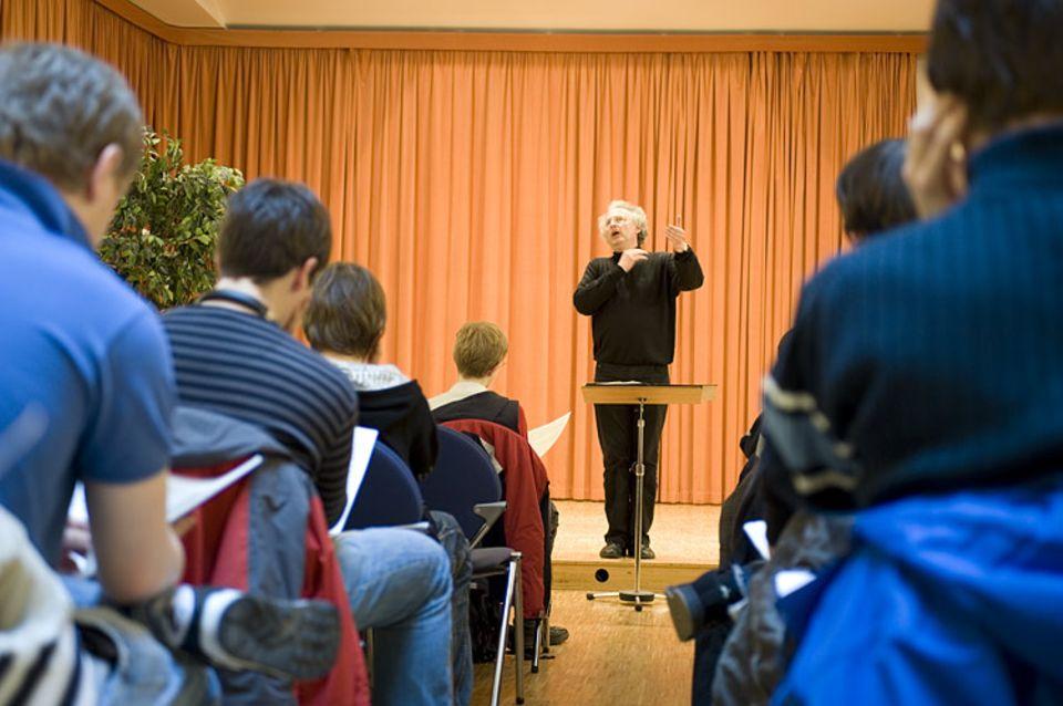 Chorprobe mit Kantor Roderich Kreile