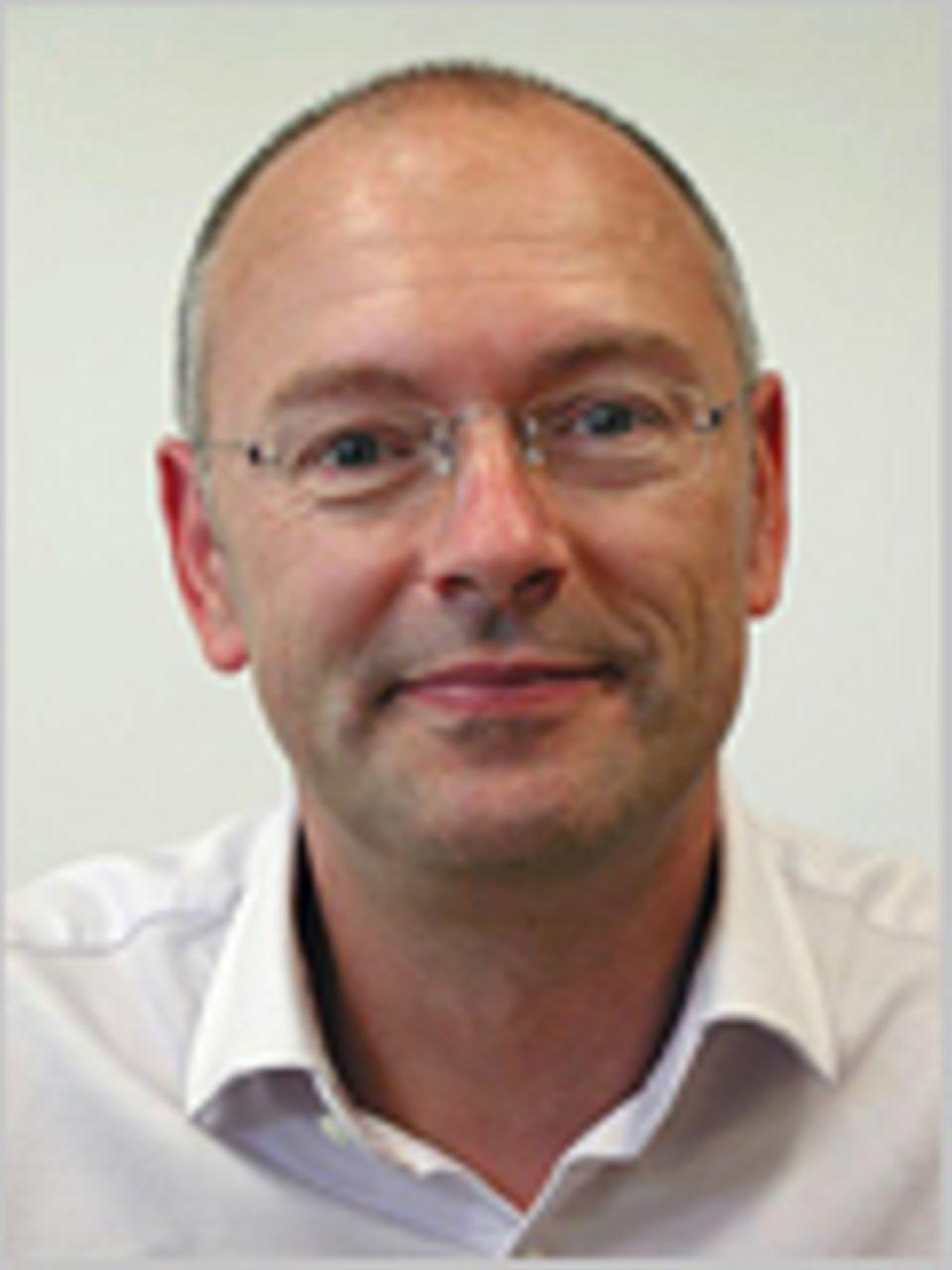 Dr. Peter Barthol arbeitet als Experimentalphysiker und Instrumenten- bauer am Max- Planck-Institut für Sonnensystem- forschung im nieder- sächsischen Katlenburg-Lindau. Er und sein Team plan- ten, rechneten und schraubten sechs Jahre lang, bis das SUNRISE- Teleskop zu seinem ersten Forschungsflug abheben durfte.