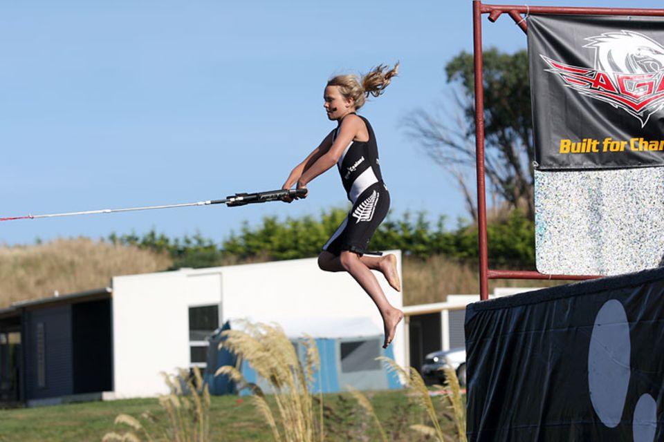 Turmspringerin: Georgia wollte sich bei der Weltmeisterschaft Extra-Punkte sichern und startete deshalb beim Slalom vom drei Meter hohen Turm.
