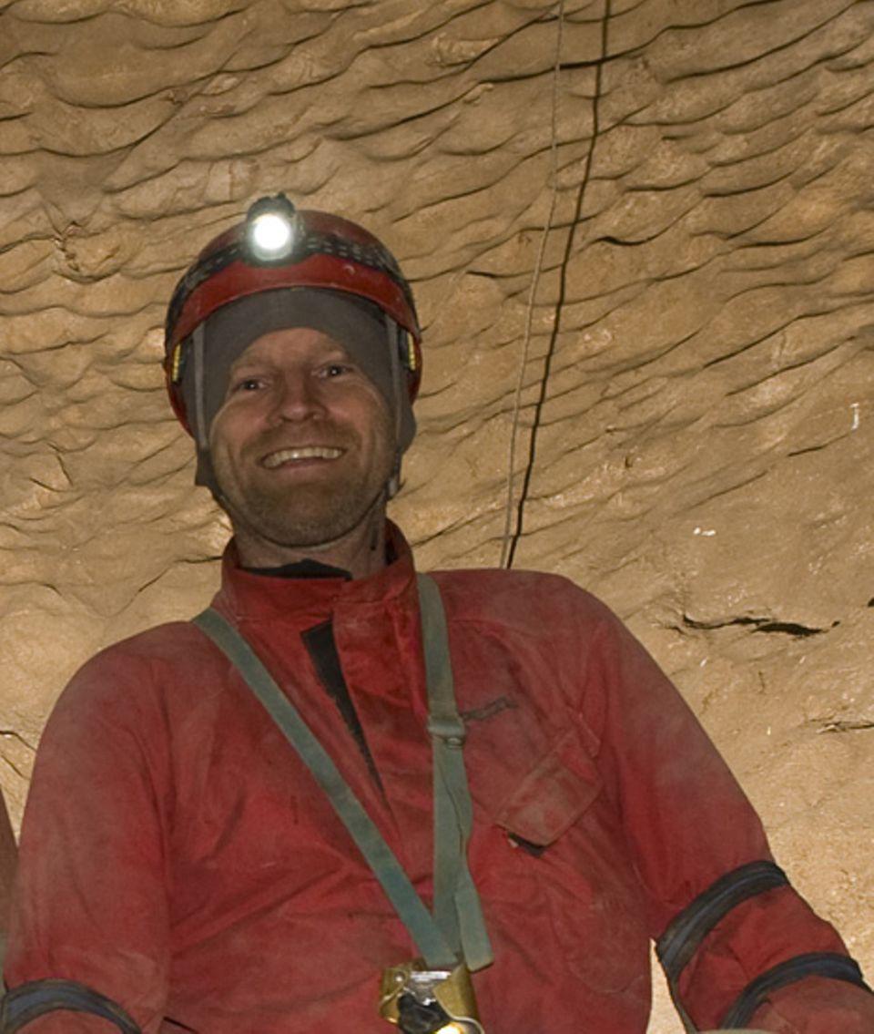 Fröhlich, wo andere sich ängstigen: Selbstporträt von Carsten Peter, dem mutigsten Höhlenfotografen Deutschlands