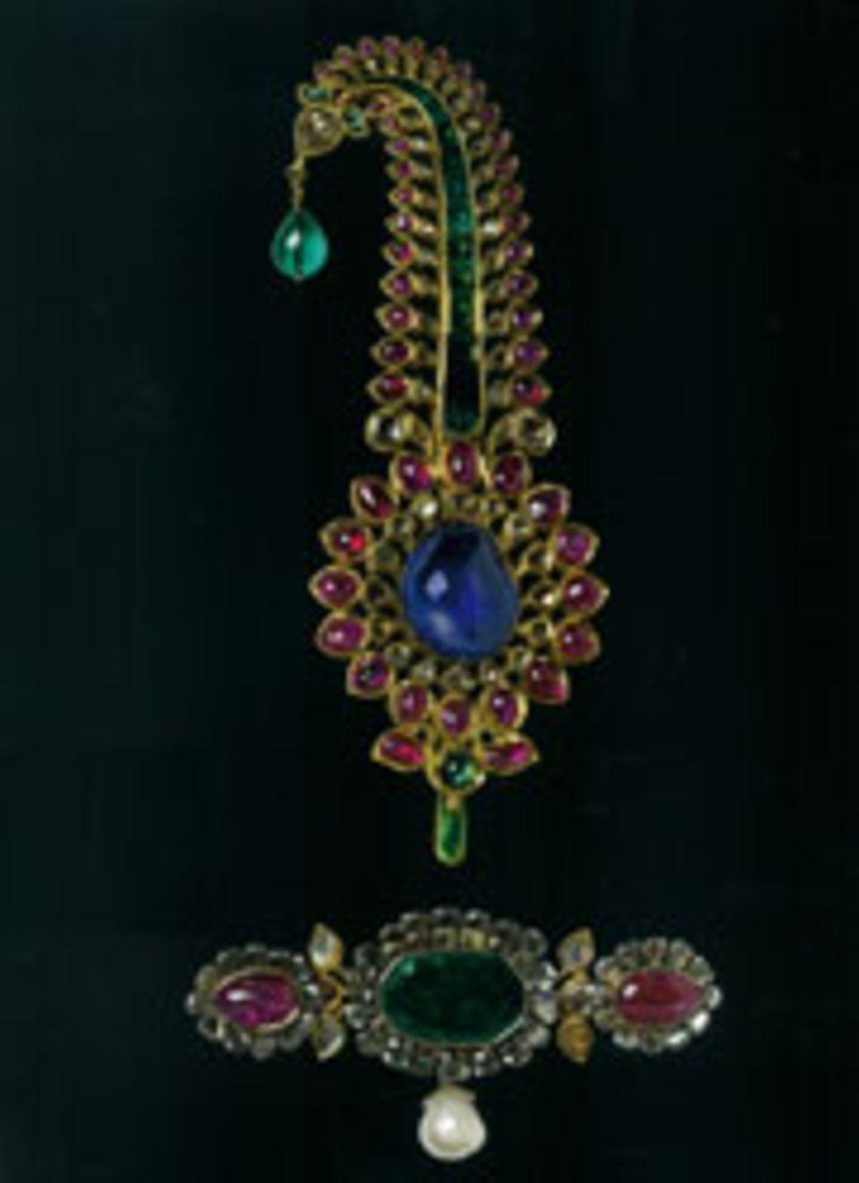 Indien: Kunstvolle Arbeiten aus Gold und Edelsteinen zieren, wie dieses Schmuckstück aus Bengalen, die Turbane vieler indischer Herrscher