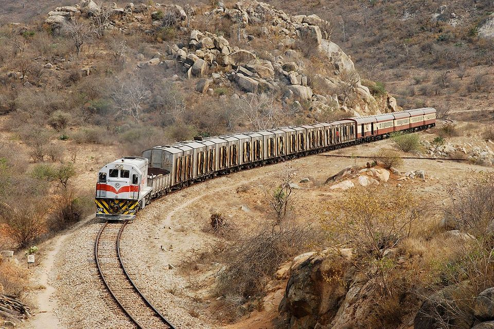 Mit der Lok durch Angola