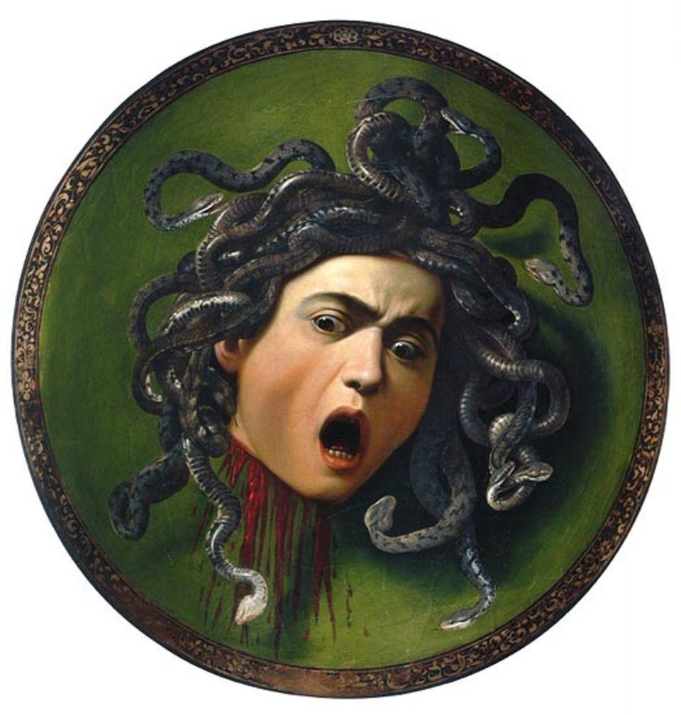 Die Schlangen züngeln noch auf ihrem Haupt, doch Medusa ist verloren. In der Renaissance war der Tod des Monsters aus der altgriechischen Mythologie ein beliebtes Thema, aber niemand hat die Szene so brutal dargestellt wie Caravaggio