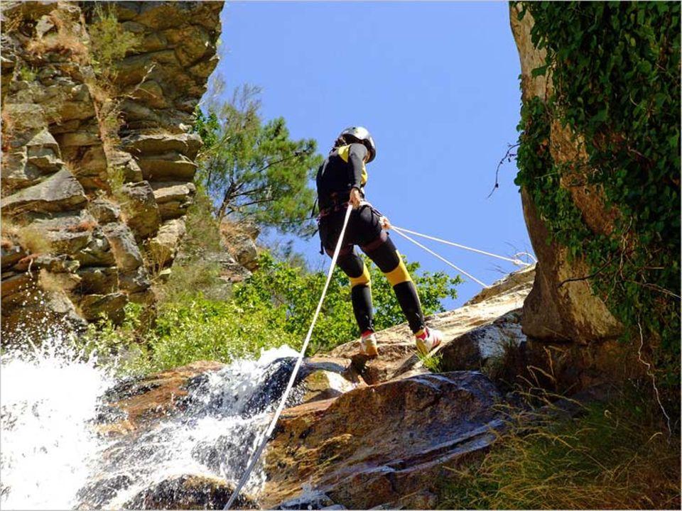Höhenangst fehl am Platz: Beim Canyoning geht es zum Teil steil bergab