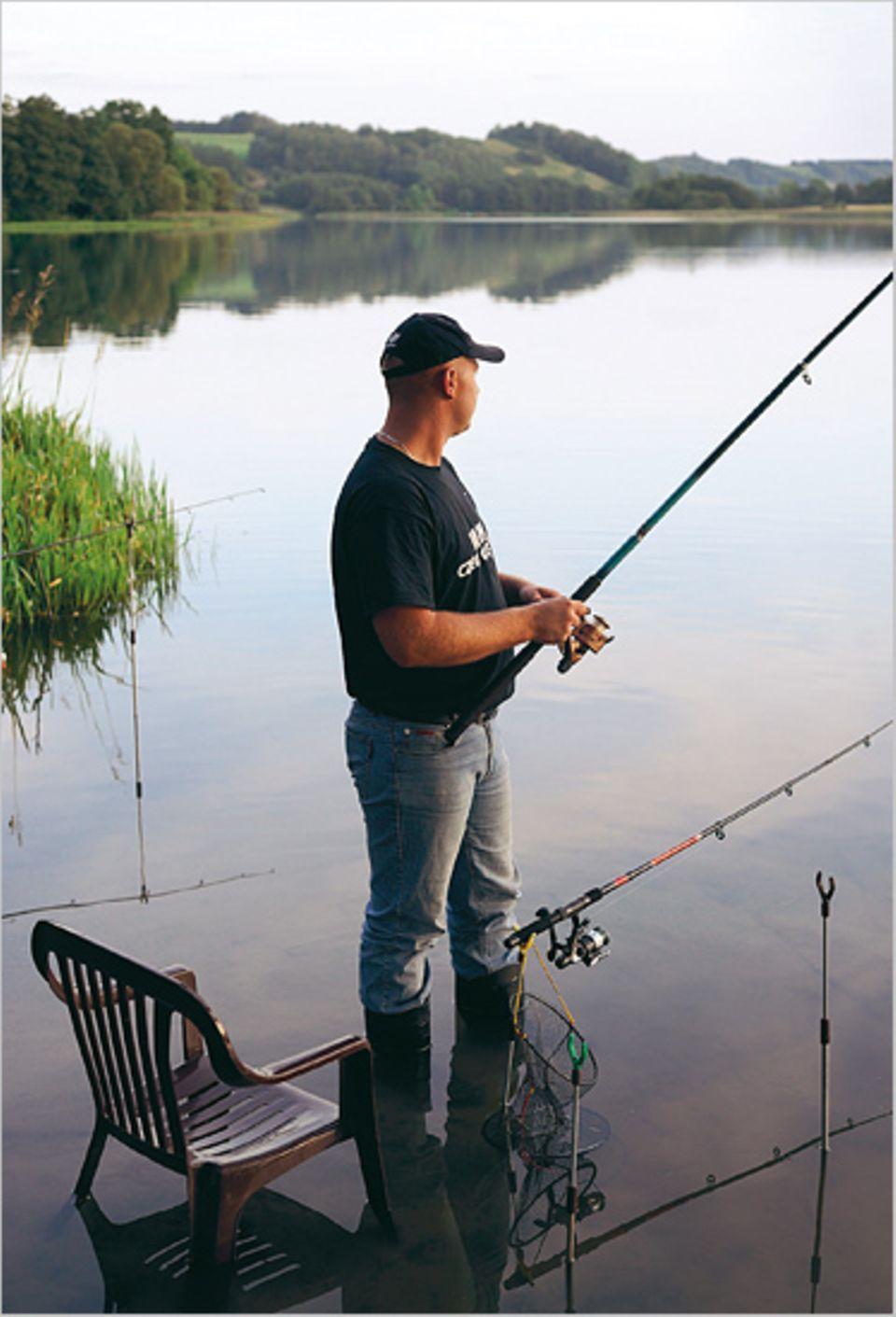 Wie aus der Zeit gefallen: einer von tausenden Anglern an einem von hunderten Seen der Kaschubei